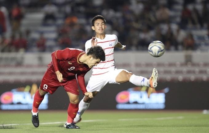 Đức Chinh chớp thời cơ ghi bàn thắng nâng tỷ số lên 3-0. Ảnh: Đức Đồng.
