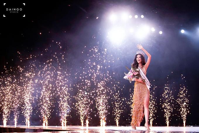 Khánh Vân nhận được nhiều lời chúc mừng và khen ngợi về quá trình phấn đấu không mệt mỏi trong suốt quá trình làm người mẫu và tham gia rất nhiều cuộc thi sắc đẹp.