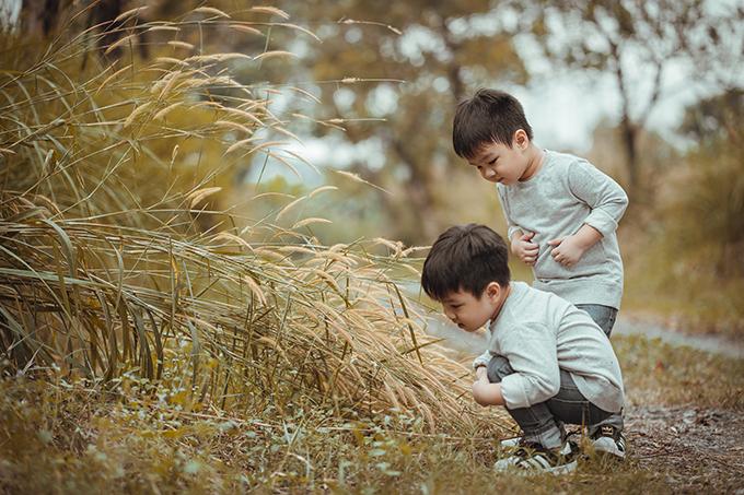 Quỳnh Trâm là một bà mẹ khoa học, thường xuyên chú trọng đến chế độ dinh dưỡng để giúp trí não hai con phát triển tốt. Ngoài ra, cô còn hay hỏi các con những câu mang tính suy luận, giúp con tập suy nghĩ, động não, tạo ra tình huống để con tự tìm hướng xử lý, cho con nói không với điện thoại, ipad vì chúng sẽ gây ra ảnh hưởng không tốt tới não bộ trẻ nhỏ.