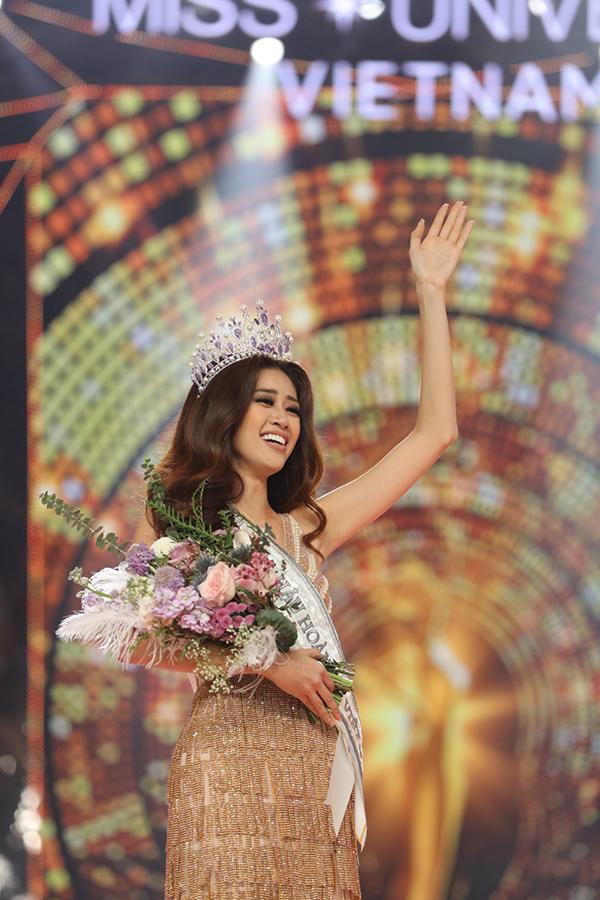 Khánh Vân sải những bước đi đầu tiên trên cương vị Hoa hậu Hoàn vũ Việt Nam 2019.