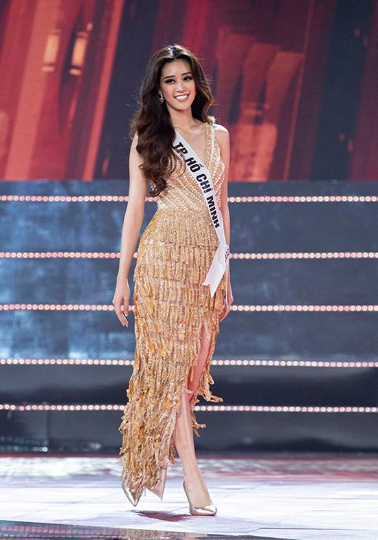 Xuất hiện trong đêm chung kết Hoa hậu Hoàn vũ VN 2019, Khánh Vân đã chọn mẫu đầm dạ hội của nhà thiết kế Minh Tú để sử dụng.