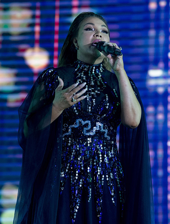 Ca sĩ Thanh Hà mang tới bản hit Mong man tình về.