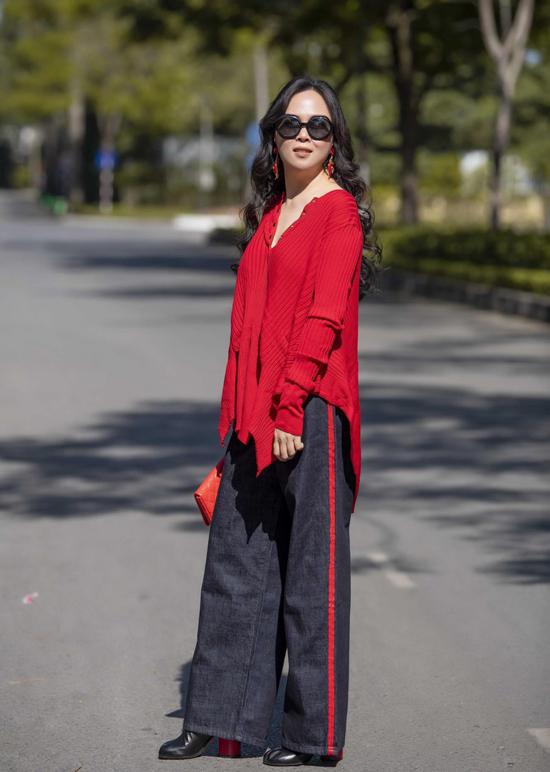 Nữ doanh nhân chia sẻ, tính cô điệu đà, thích mặc đẹp từ nhỏ. Dù nhận nhiều ý kiến khen chê trái chiều, Phượng Chanel vẫn tự tin với gu thẩm mỹ và phong cách thời trang của mình.