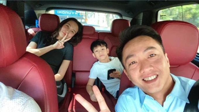 Cường Đôla hạnh phúc bên bà xã Đàm Thu Trang và con trai Subeo.