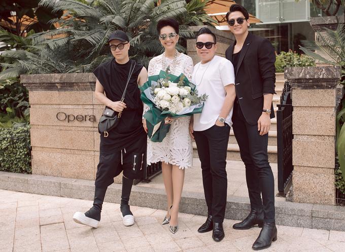 [Caption] Sau buổi tiệc này, Diễm My sẽ có một chuyến du lịch nước ngoài. Nữ diễn viên cũng đang có sự cân nhắc để trở lại với điện ảnh thông qua một số vai diễn trong năm 2020.  Link hình ảnh:    https://drive.google.com/drive/u/0/folders/15Di0ZusB-H5Vldh3dth9NmPoMunu40GX      Ảnh: Khánh Linh, Bảo Trần