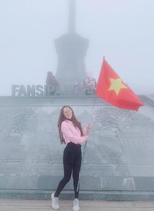 Chúc mừng đội tuyển nữ Việt Nam đã chiến thắng xuất sắc. Quá tự hào về các em. Vô địch vô địch vô địch, diễn viên Quỳnh Nga chia sẻ.