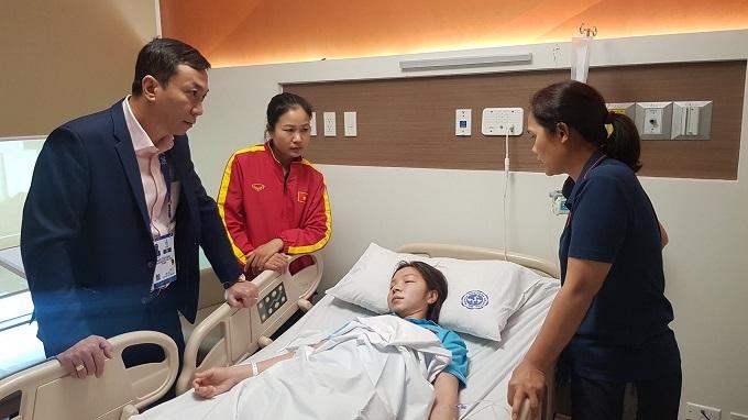 Hồng Nhung nằm viện vì cạn sức. Ảnh: Đức Đồng