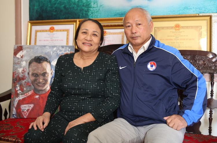 Vợ chồng ông Hường, bà Lan. Ảnh: Nguyễn Hải.