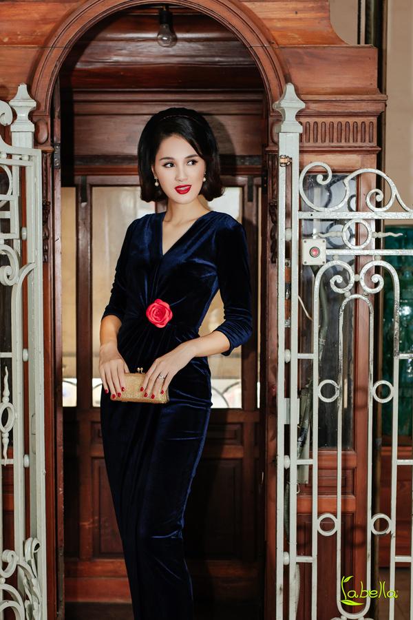 Hoa hậu Hương Giang khoe vóc dáng khi diện trang phục nhung - 5