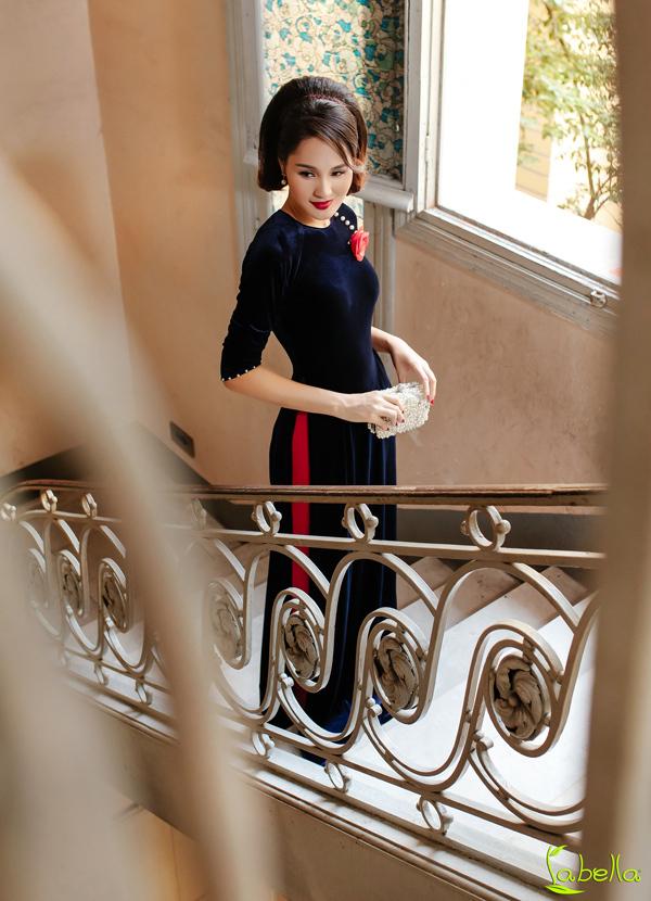 Hoa hậu Hương Giang khoe vóc dáng khi diện trang phục nhung - 7
