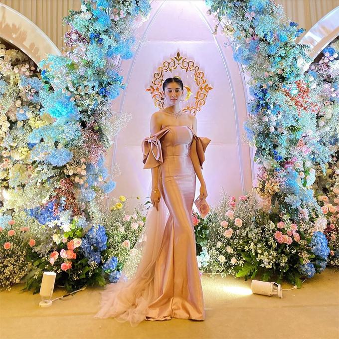 Cô gái sinh ra ở thủ đô Phnom Penh lộng lẫy như nữ hoàng khi đi dự tiệc.