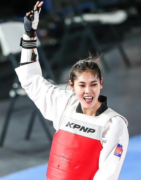 Người đẹp 24 tuổi không giấu được niềm vui khi mang về tấm HC vàng thứ ba về cho đoàn Campuchia tại SEA games 30.