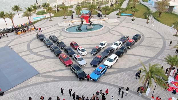 Để một hành trình thành công, công tác chuẩn bị cho từng chiếc xe rất quan trọng. Gần 100 chiếc xe VinFast tham gia hành trình chinh phục địa đầu tổ quốc Hà Giang được được trang bị những vật dụng nhỏ phục vụ từng thanh viên tham gia.