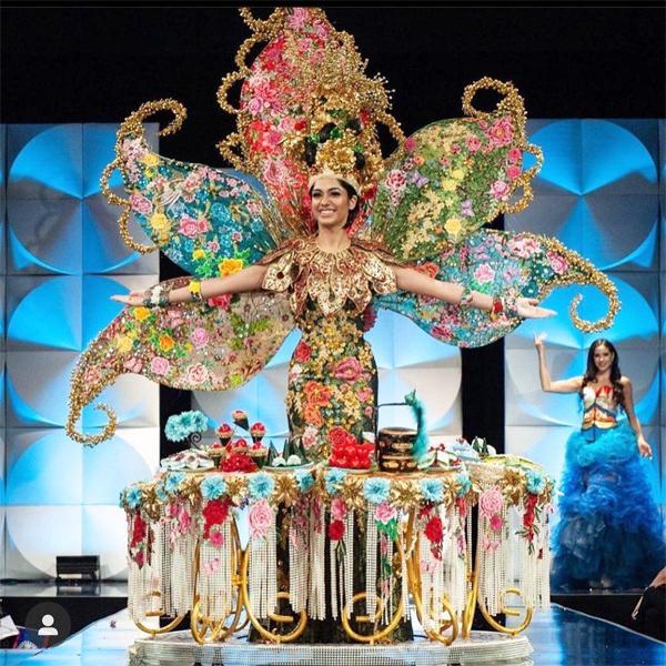 Trang phục dân tộc của Hoa hậu Malaysia.