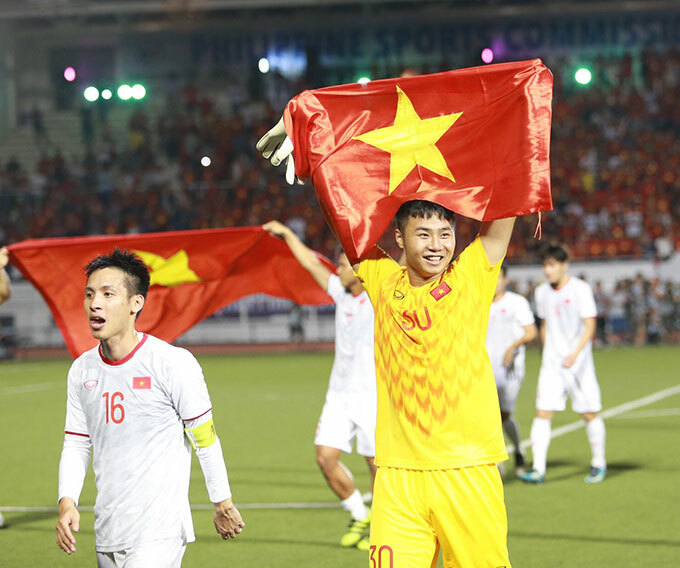 Thủ thành Văn Toản có một trận đấu xuất thần với các pha ra vào hợp lý khiến các chân sút Indonesia nản lòng. Sau khi mắc lỗi trong trận hòa 2-2 với Thái Lan, Văn Toản trở lại với phong độ ổn định, đẩy được một quả penalty trong trận bán kết với Campuchia.