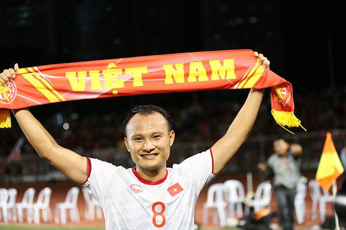 Trọng Hoàng là cầu thủ duy nhất góp mặt trong chung kết SEA Games 2009 khi Việt Nam để thua Malaysia trong trận chung kết. 10 năm sau, tiền vệ xứ Nghệ lại có mặt trong trận chung kết và lần này anh không còn lỡ hẹn với chức vô địch.