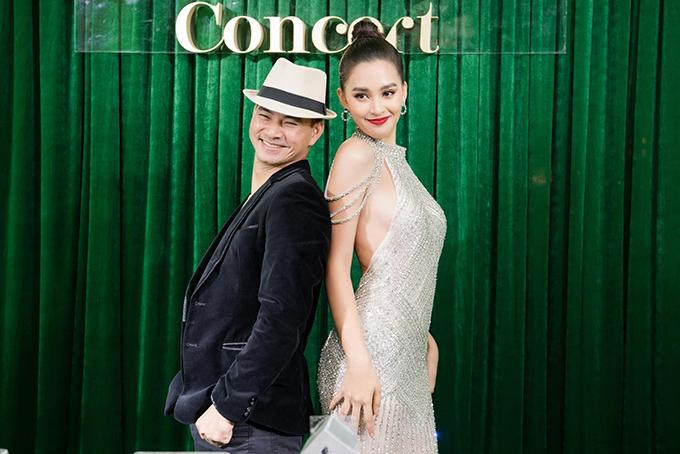 Hoa hậu Tiểu Vy hội ngộ MC Xuân Bắc trong một sự kiện.