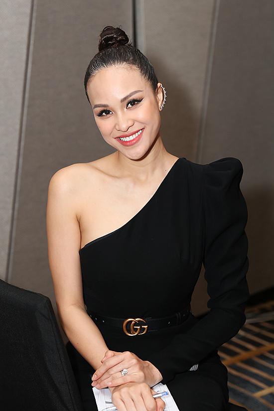 Nữ MC được mời dẫn dắt họp báo khởi động cuộc thi Hoa hậu doanh nhân Việt Nam quốc tế 2020.