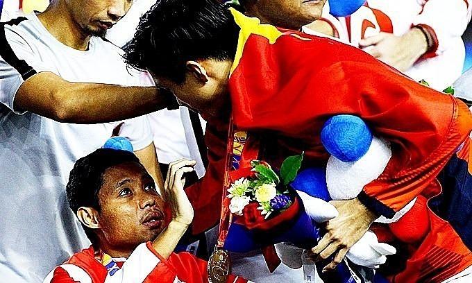 Văn Hậu xin lỗi Dimas trong phát biểu sau trận