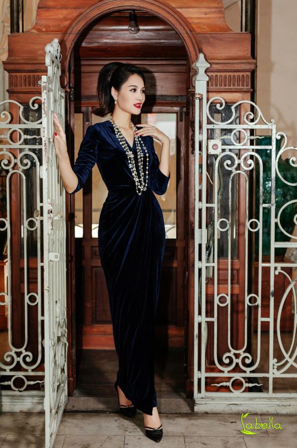Hoa hậu Hương Giang khoe sắc với trang phục nhung của Labella - 3