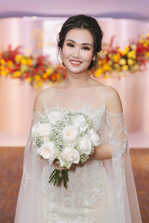 Trong đám cưới tối 14/1 với chú rể Vikas, cô dâu Võ Hạ Trâm đã diện váy cưới trị giá 800 triệu đồng đến từ NTK Lek Chi. Mẫu đầm có tay cánh tiên - hot trend năm 2019.Ảnh:Trường Sơn.