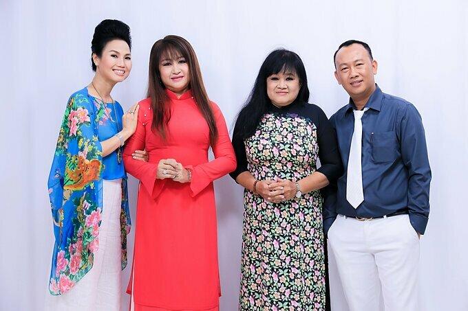 Các khách mời tham gia chương trình (từ trái qua phải): ca sĩ Thùy Trang, Ngọc Bích - Hạ Châu (hai con gái nhạc sĩ Bắc Sơn) và cháu nội của nhạc sĩ. Chân Dung Cuộc Tình chủ đề Nhạc sĩ Bắc Sơn được phát sóng vào lúc 21h thứ Năm ngày 12/12 trên kênh THVL1.