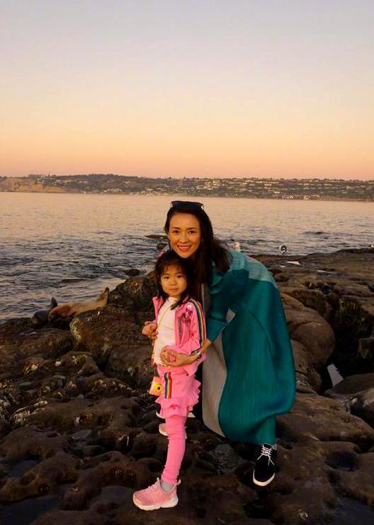 Tử Di và con gái.
