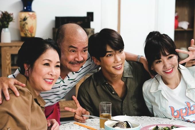 NSND Việt Anh và NSND Hồng Vân vào vai ba mẹ của Ca Dao.