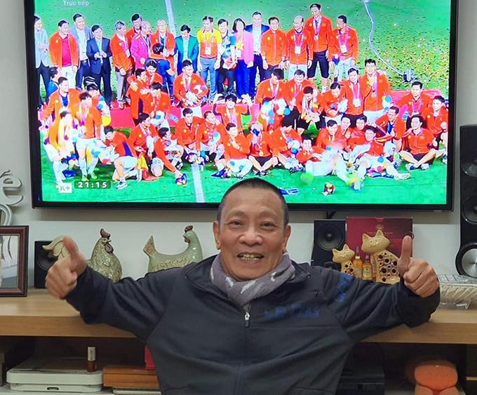 MC Lại Văn Sâm chia sẻ cảm xúc sau chiến thắng ngoạn mục của U22 Việt Nam: Sai kiểu này thì tôi chỉ muốn sai mãi mãi thôi bà con ơi. Đội bóng mạnh nhất, hay nhất tại SEA Games 30 là Việt Nam. Cầu thủ hay nhất SEA games 30 là Đỗ Hùng Dũng. Bóng đá Việt Nam, cả nam, cả nữ, mạnh nhất, hay nhất. Cảm ơn ban huấn luyện. Cảm ơn các chiến binh Việt Nam. Chúc mừng tất cả chúng ta.