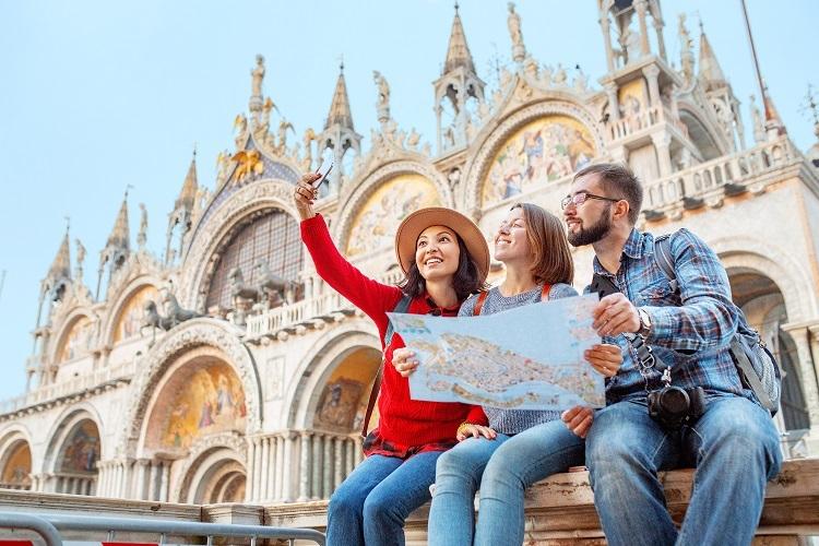 Trang bị bảo hiểm du lịch sẽ giúp bạn tận hưởng chuyến đi ăn toàn trọn niềm vui