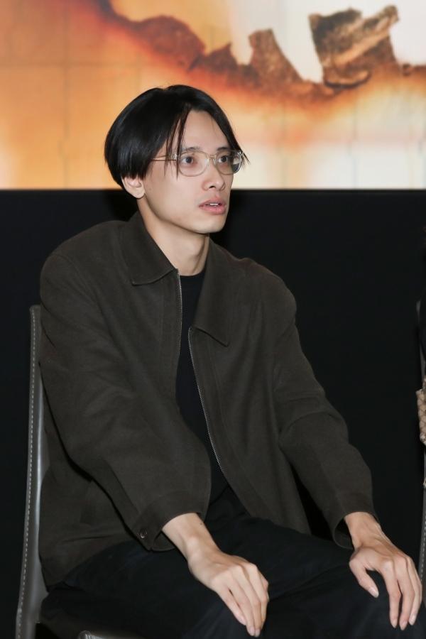 Diễn viên Việt Dũng đảm nhận vai người yêu của Dương Hoàng Yến trong MV.