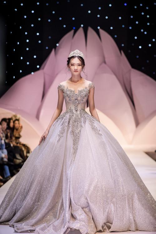 Váy cưới phong cách hoàng gia cổ điển - page 2
