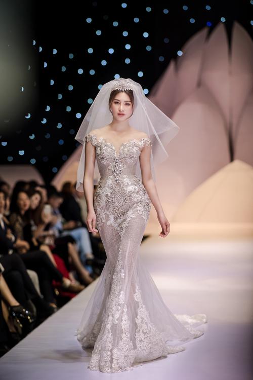 Váy cưới phong cách hoàng gia cổ điển - page 2 - 7