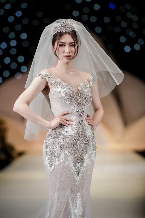 Váy cưới phong cách hoàng gia cổ điển - page 2 - 8