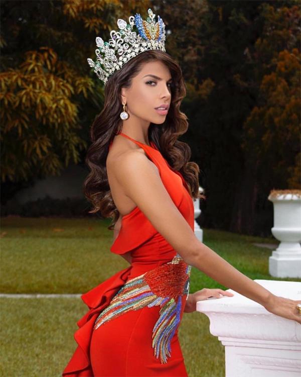 Các cô gái Venezuela luôn là đối thủ mạnh tại tất cả các cuộc thi nhan sắc, Isabella Rodriguez không phải ngoại lệ. Người đẹp 26 tuổi đang có số điểm cao với thành tích Top 10 Dự án nhân ái, Top 10 thử thách đối đầu và Top 40 Model. Isabella đang là người mẫu và tốt nghiệp đại học ngành An ninh công nghiệp ở Caracas.