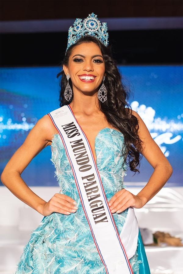 Hoa hậu Paraguay, Araceli Bobadilla ghi điểm với phong cách năng động, vẻ đẹp tươi sáng. Người đẹp năm nay 20 tuổi, đang là sinh viên ngành báo chí. Cô được vào thẳng Top 40 chung kết với thành tích chiến thắng phần thi Thử thách đối đầu. Araceli cũng thuộc Top 27 Tài năng.