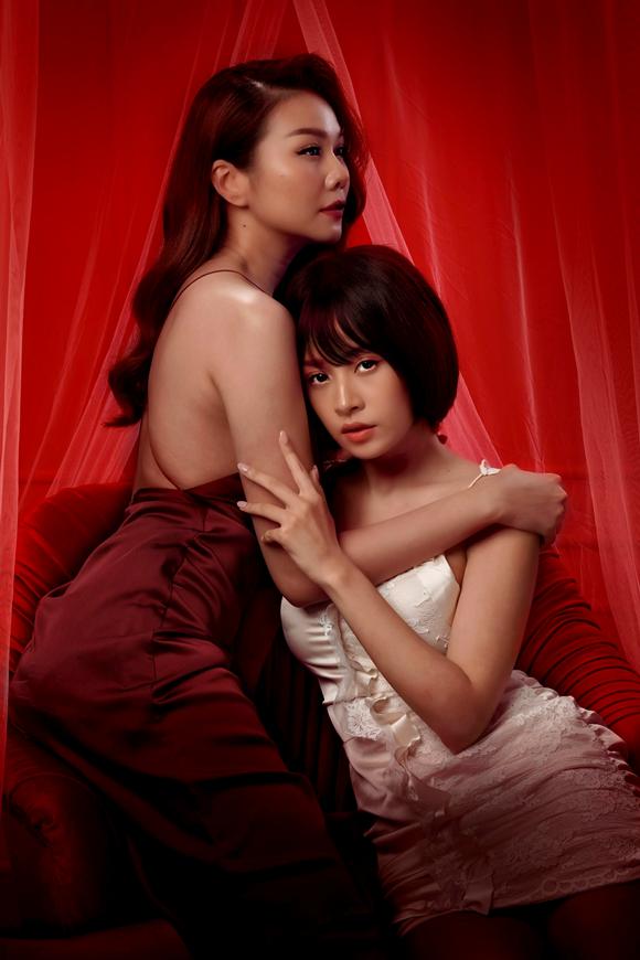 Thanh Hằng và Chi Pu có nhiều khoảnh khắc gần gũi trong phim.