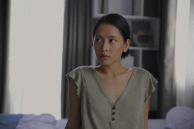 Chi Pu trong phim Chị chị em em.