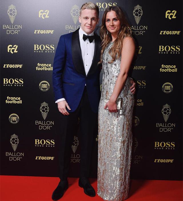 Hôm 2/12, Donny van de Beek cũng đưa cả Estelle sang Pháp dự lễ trao giải Quả bóng vàng vì tiền vệ 22 tuổi có tên trong danh sách 30 cầu thủ được đề cử.