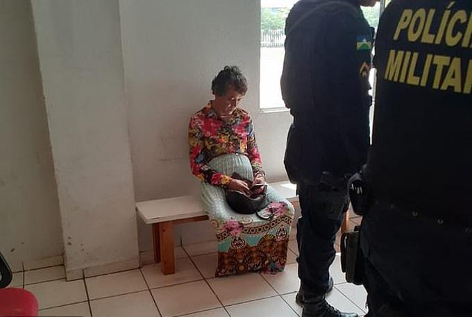 Anh Heitor (43 tuổi)sau khi bị cảnh sát Porto Velho, Brazilphát hiện đóng giá mẹ đi thi bằng lái xehôm 10/12. Ảnh: Focus on News.