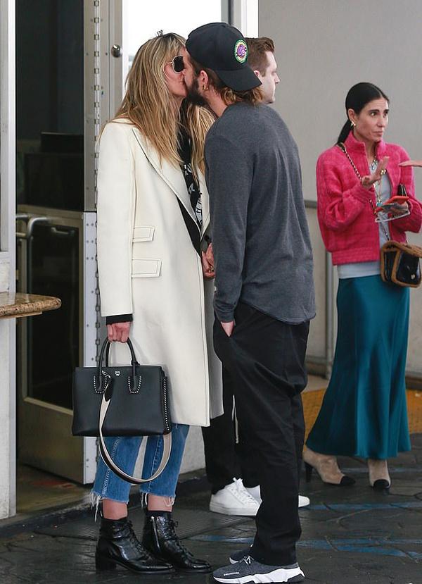 Heidi và Tom hẹn hò ăn trưa ở Beverly Hills hôm thứ 5 sau khi siêu mẫu trở về nhà. Trước đó, cô ở Đức ghi hình cho chương trình Germanys Next Topmodel.