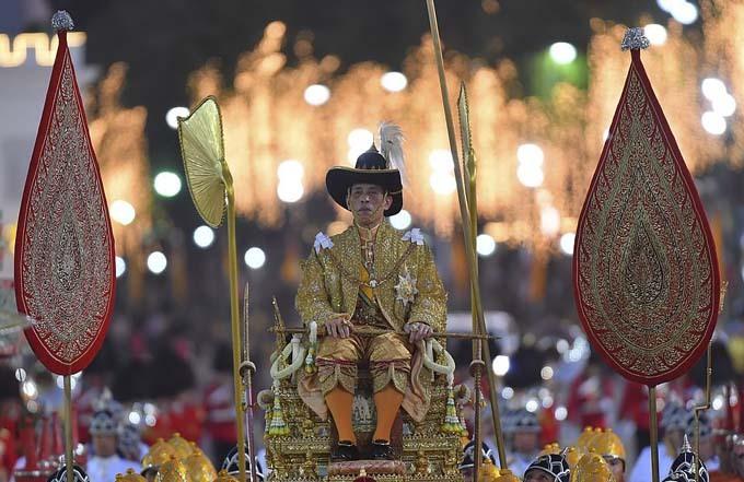 Vua Thái Lan sinh năm 1952 và là  Vajiralongkorn trở thành vị vua lớn tuổi nhất của Thái Lan khi đăng quang.