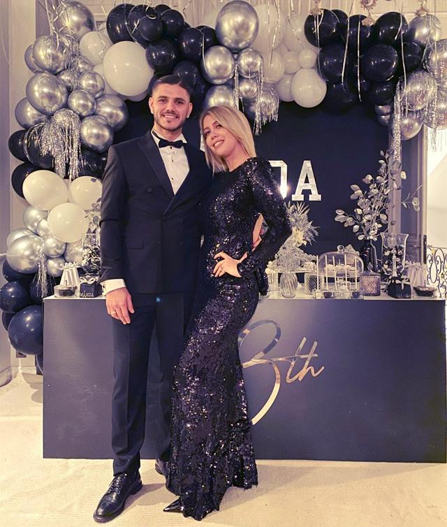 Trên trang cá nhân, Mauro Icardi chia sẻ ảnh chụp bên vợ và tâm sự: Chúc mừng sinh nhật tình yêu, thêm một năm nữa bên em, một năm tràn ngập tình yêu và hạnh phúc. Anh yêu em.
