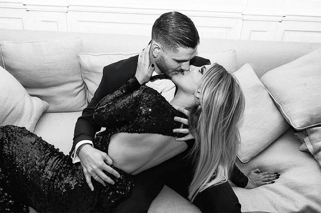 Vợ chồng chân sút PSG không quên khoe khoảnh khắc khó môi lãng mạn trong sinh nhật Wanda Nara.