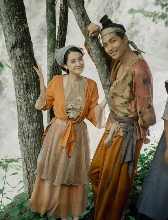 Nhã Phương đóng cặp với diễn viên Quốc Anh kém cô 8 tuổi.