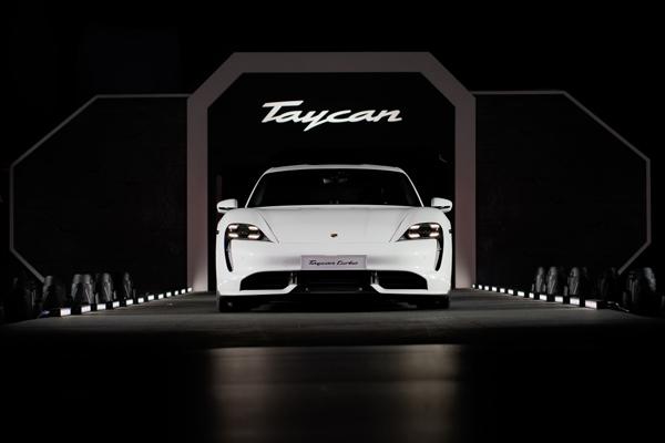Giống như mọi chiếc Porsche khác, đây là mẫu xe thể thao nhất trong phân khúc.