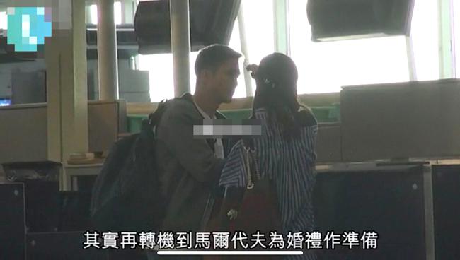 Trác Nghiên và tỷ phú Thạch Hằng Thông ở sân bay.