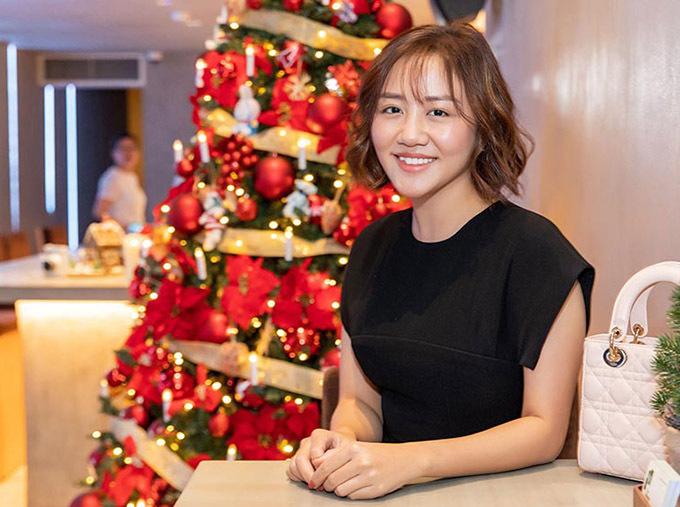 Văn Mai Hương làm tiệc mừng thành công của năm 2019. Cô đã phát hành sản phẩm Nghe nói anh sắp kết hôn, Rồi mình sẽ gặp nhau được khán giả đón nhận và ghi dấu ấn khi ngồi ghế nóng chương trình Trời sinh một cặp.