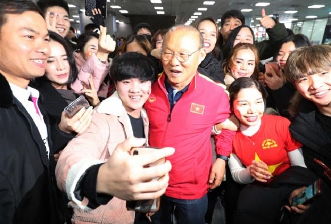 Ông Park được chào đón ở quê nhà.