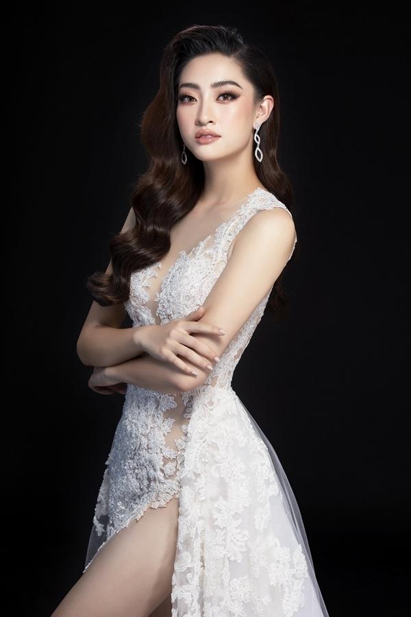 Nhà thiết kế Lê Thanh Hòa tính toán kỹ lưỡng khi thực hiện mẫu váy để mỹ nhân Cao Bằng tự tin thể hiện khả năng trình diễn.